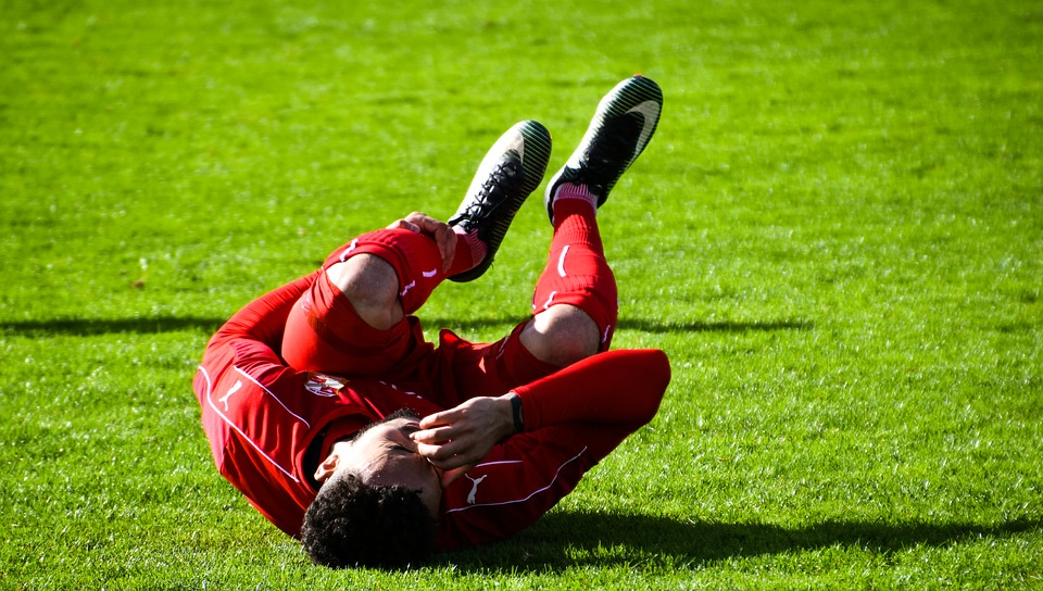 minimize knee injury in sports